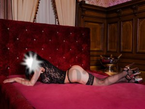 Chirine erotic massage