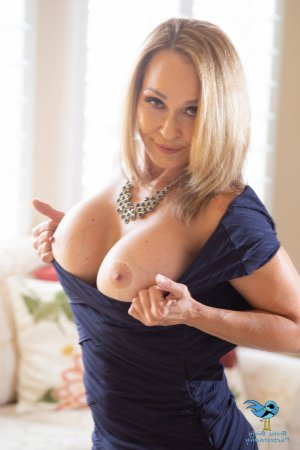 Marianick erotic massage