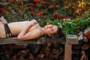 Esmahan nuru massage in Charlottesville Virginia