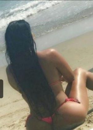 Ornelle tantra massage in Lake Forest Park